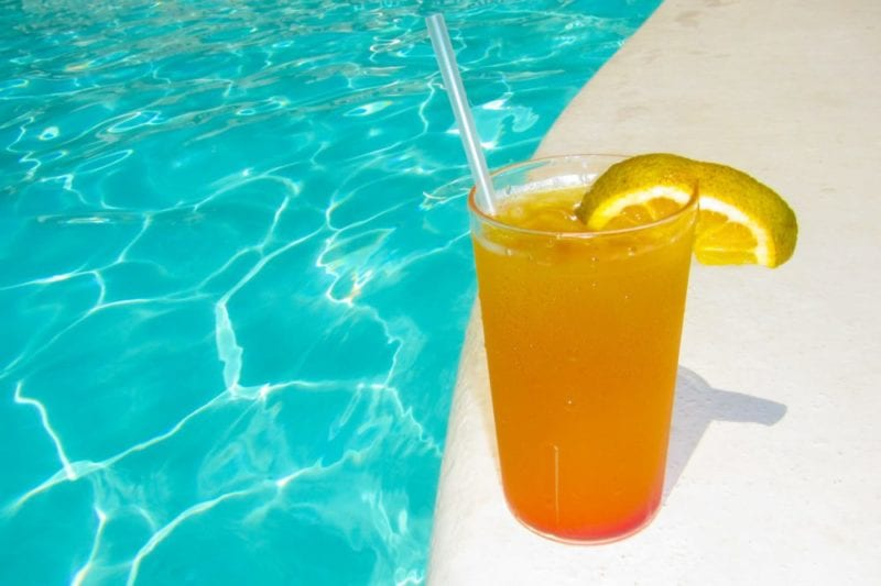 orange-drink-at-the-pool-1457022640khi