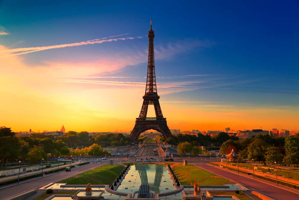 sunrise in paris with the eiffel tower