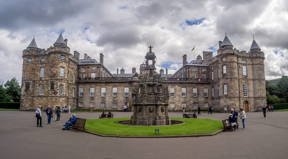 EDINBURGH, SCOTLAND : The Holyrood Palace in Edinburgh, Scotland. Holyrood Palace is the official residence of the Monarch of the United Kingdom in Edinburgh, Scotland.