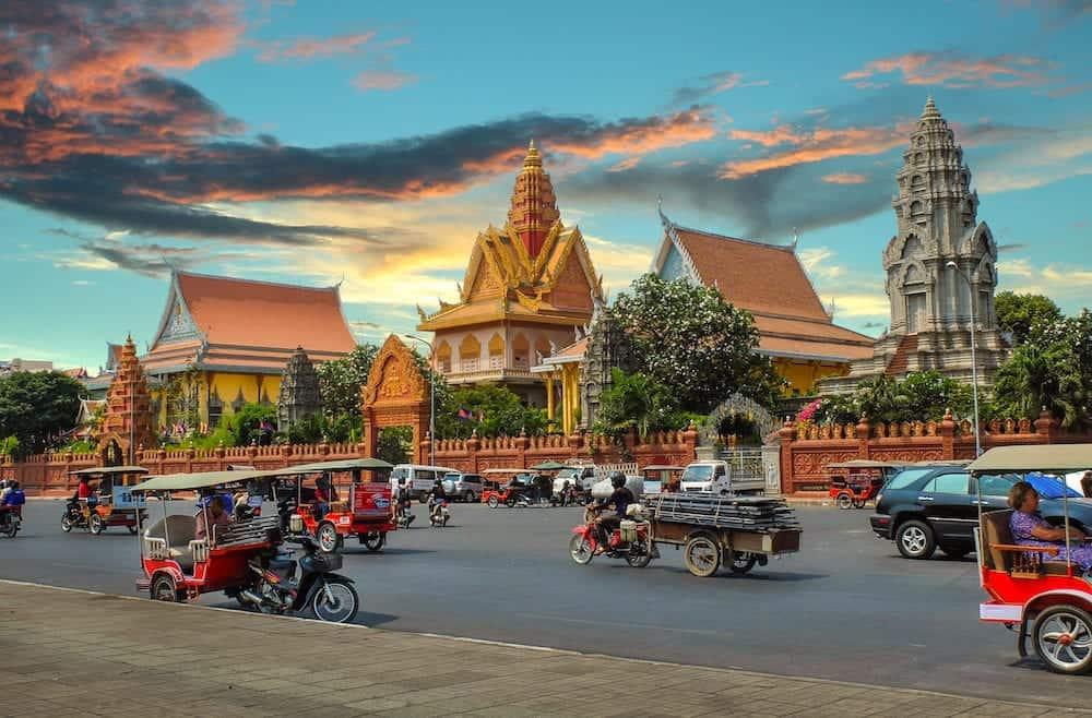 PHNOM PENH CAMBODIA : Wat Ounalom in Phnom Penh headquarter of Cambodian Buddhism