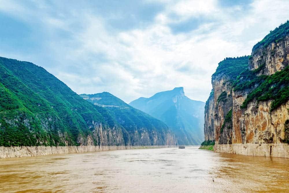 Majestic Qutang Gorge and Yangtze River - Baidicheng, Chongqing, China