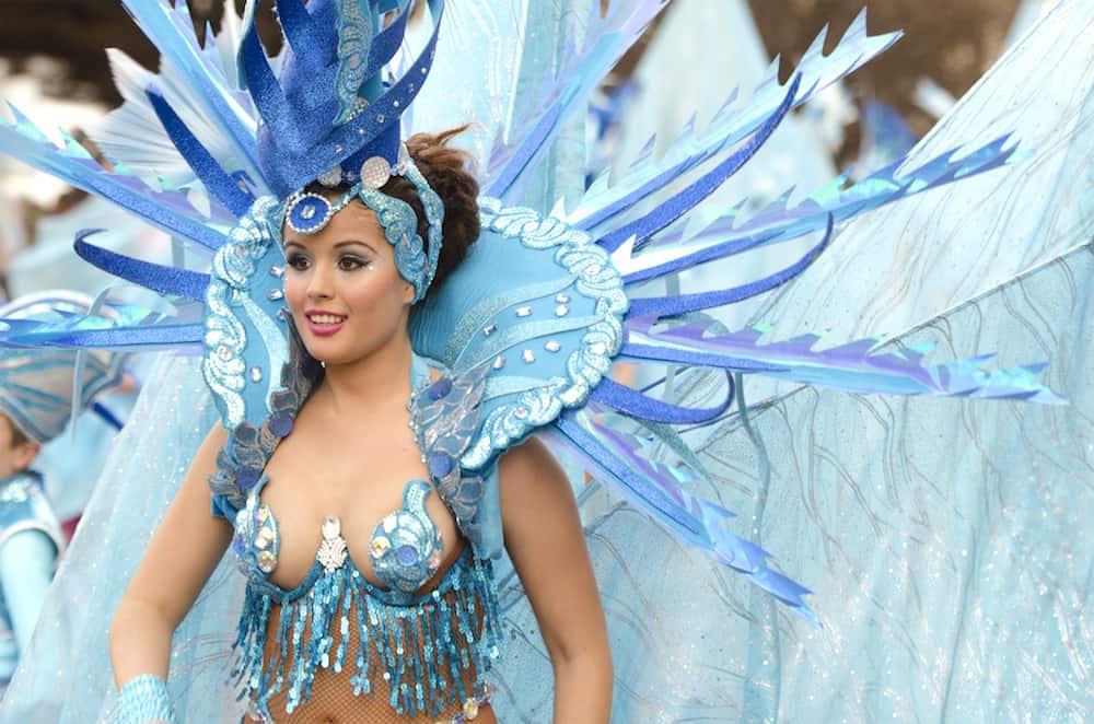 CADIZ SPAIN-: beautiful and sexy woman samba dancer during the Carnival parade of Cadiz.