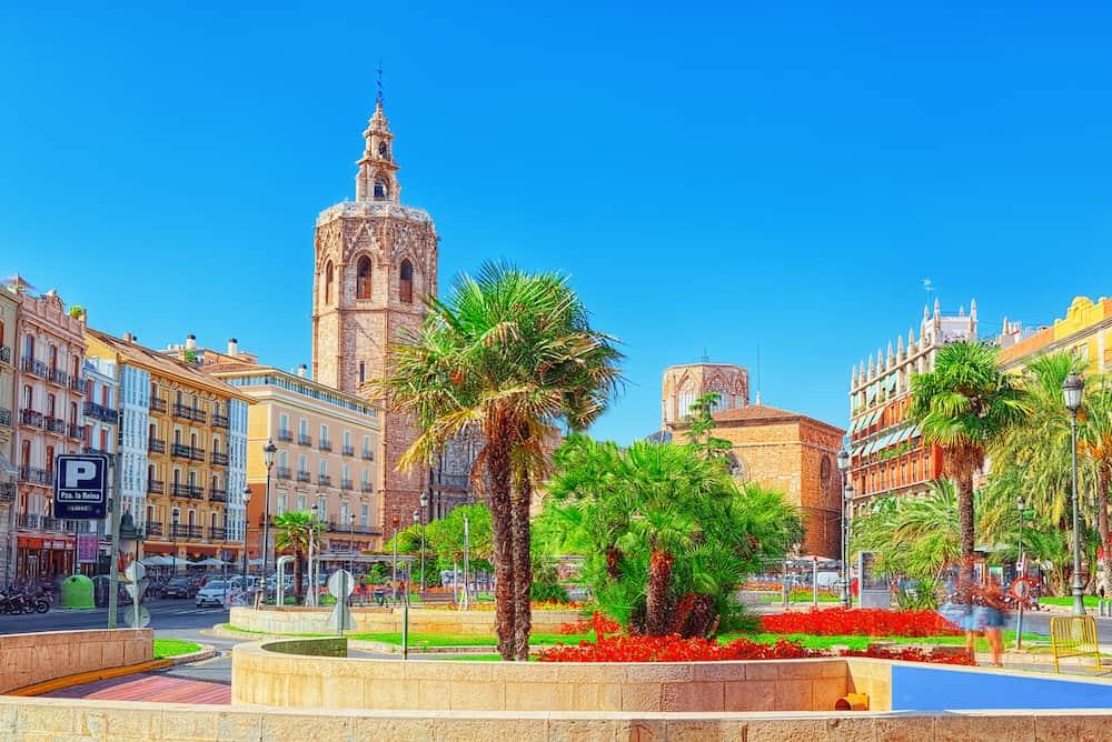 Square Plaza of the Queen (Placa de la Reina) and La Escuraeta Crafts Market before the Seville Cathedral.