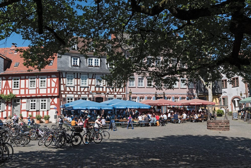FRANKFURT AM MAIN, GERMANY: restaurants with guests on the historic schlossplatz in frankfurt-hoechst, germany
