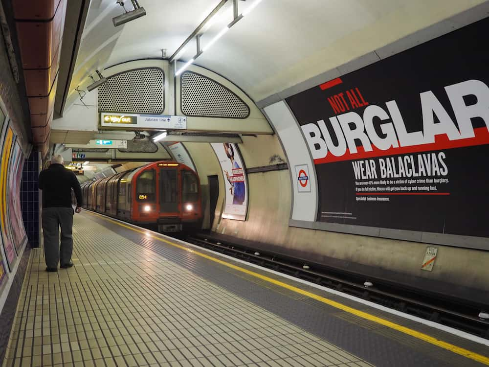 LONDON, UK : London Underground Tube station platform