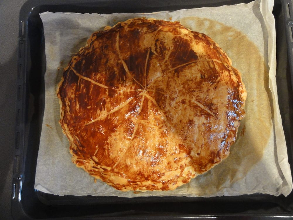 The Twelfth-Night pancake is a pancake traditionally elaborate and consumed in a major part of France, in Quebec in Acadia, in Switzerland (Swiss), in Belgium, in the Luxembourg and in the Lebanon. On the occasion of the Epiphany, the Christian party (hol