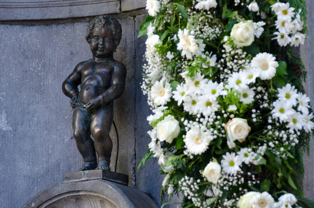 BRUSSELS - Famous statue of Manneken Pis (pissing boy) in Brussels