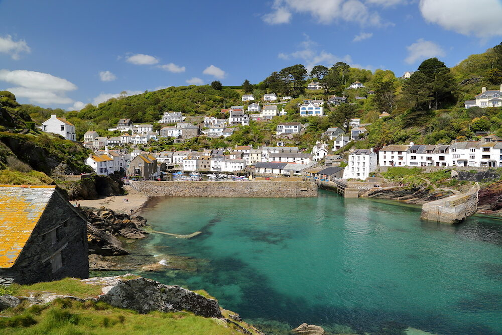 POLPERRO, CORNWALL, UK: Polperro fishing port with clear water