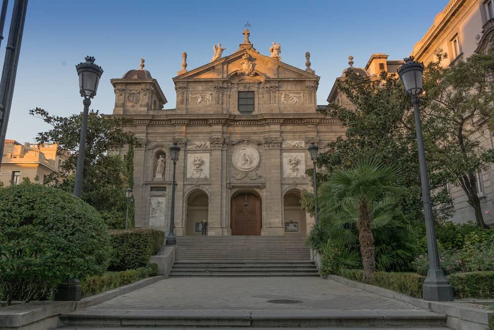 La iglesia de Santa Bárbara o iglesia de las Salesas Reales es un templo católico de la ciudad española de Madrid. Ubicado en el distrito Centro, en el barrio de Justicia, forma parte del convento de las Salesas Reales, un conjunto arquitectónico en el qu