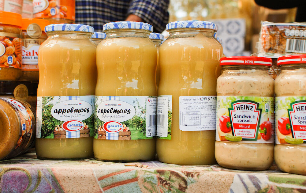 Appelmoes for sale at street market