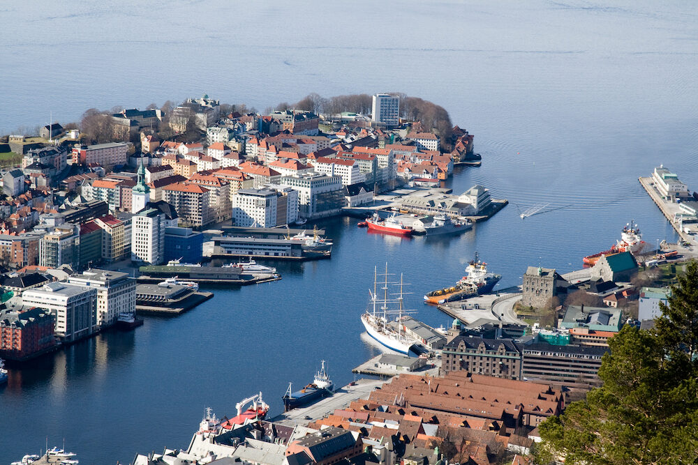 The photo shows Bergen harbour a winter day