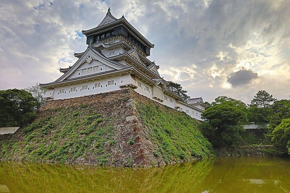 Kokura-jo Castle, Japanese Castle in Katsuyama Public Park