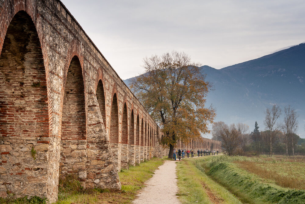 Medicean Aqueduct of Pisa, construction of pillars and arches, Tuscany