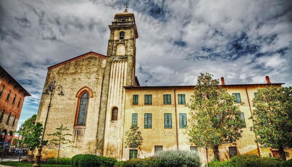 Sant'Antonio abate steeple in Pisa under clouds