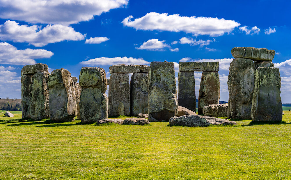 Stonehenge is an ancient prehistoric stone monument near Salisbury, in England. Archaeologists believe it was constructed from 3000 to 2000 BC. Stonehenge is a Unesco World Heritage Site.