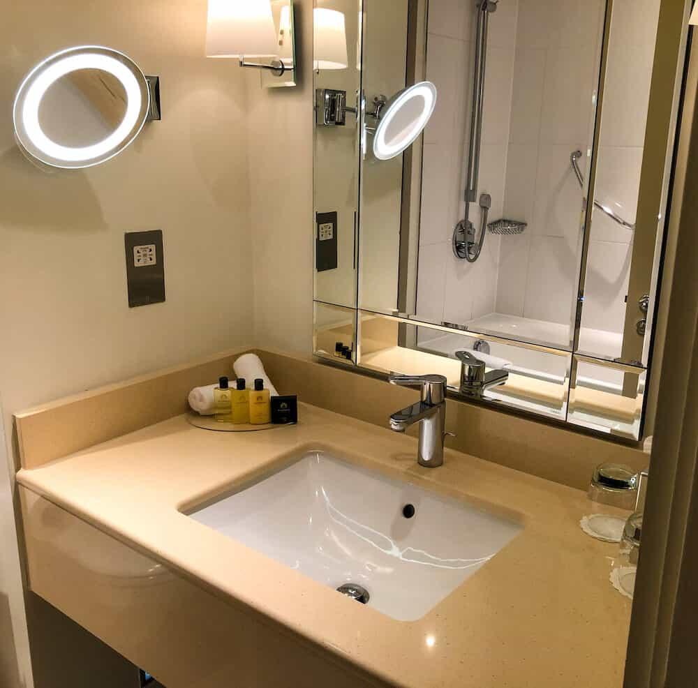 Executive double bedroom with Tower Bridge Bathroom