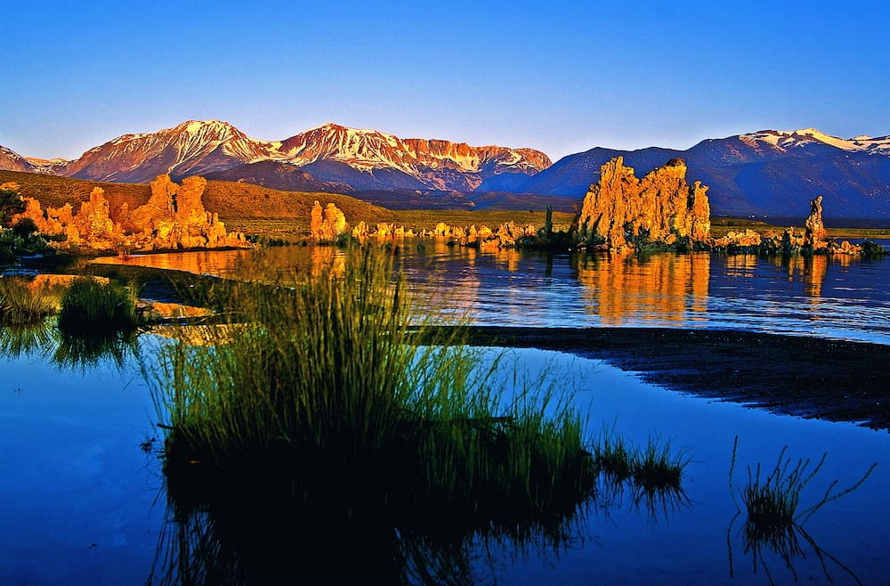 Sierra Nevada, sunrise over Mono Lake.
